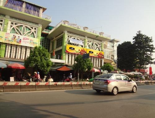 Quảng cáo biển chợ của nước chấm Ashimi tại Chợ Bưởi